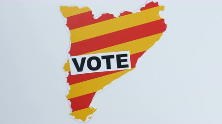 barcellona : Le mani catalane illustrano il voto in Catalogna Filmati Stock
