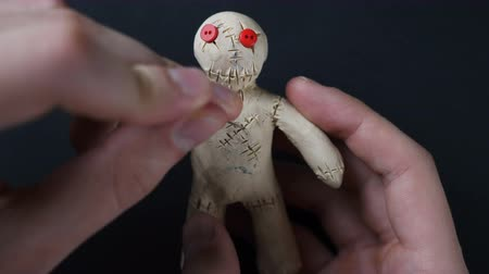 büyücü : Voodoo Doll. Illustration of heartache. Stok Video