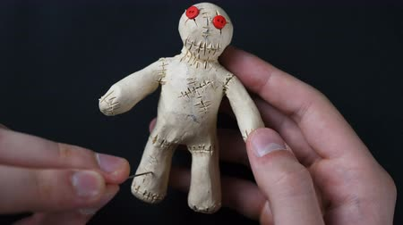 hag : Voodoo Doll. Illustration of knee pain, joint pain.