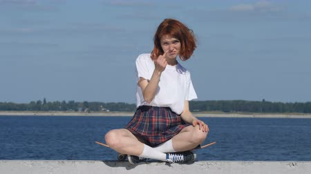 show off : Young ginger girl showing fuck sign Stock Footage