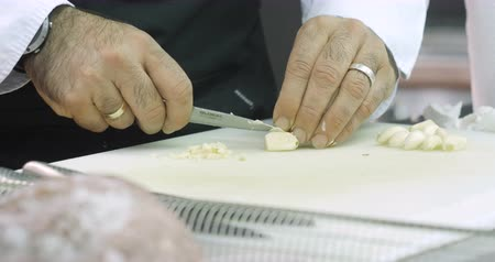 nutricional : Professional cook cuts garlic very finely
