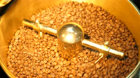 brusič : Coffee beans in the gold grinder.