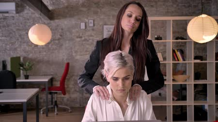 luxúria : Two young lesbians in office, beautiful business woman massaging other woman, relaxing and pleasant Stock Footage