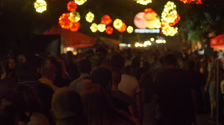 kafaları : Footage of crowd going forward during festival at night