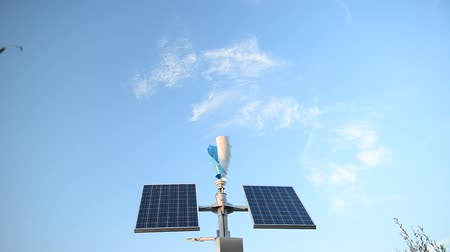 ambientalmente : Solar panels and a small wind generator for the production of environmentally friendly energy Vídeos