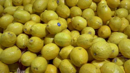 alışveriş : Lot of lemons close up in a supermarket i-Favorite. Stok Video