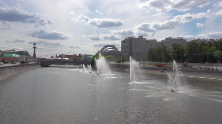 bridge man made structure : Fountains on the Moscow river. Clear summer day Stock Footage