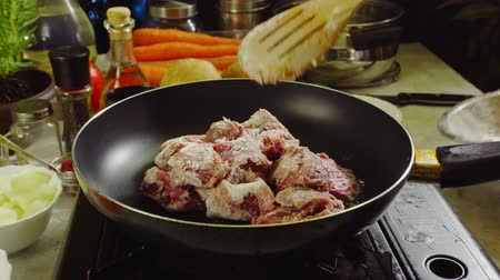 gulasz : Preparing Irish stew: beef, potatoes, carrots and herbs. Traditional St. Patricks day dish
