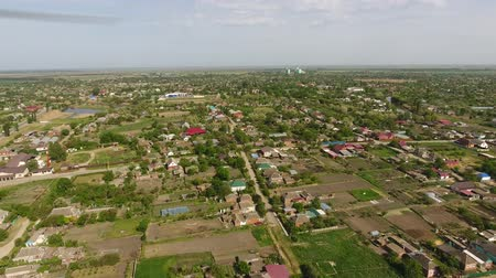 obyvatel : Top view of the town village Streets and homes. Top view of the village. One can see the roofs of the houses and gardens. Road in the village. Village birds-eye view