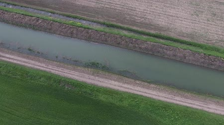 tillage : Top-level irrigation canal in the rice system. Canal for irrigation of fields