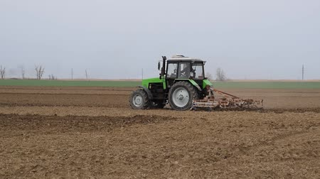 sow : Lush and loosen the soil on the field before sowing. The tractor plows a field with a plow