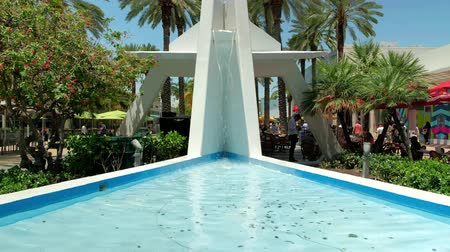eatery : High definition video of the popular Lincoln Road outdoor mall with retail stores and restaurants in Miami Beach. Stock Footage