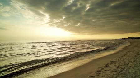pegadas : Beautiful Florida panhandle beach in the late afternoon. Stock Footage