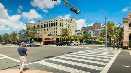 földközi tenger : Coral Gables, Florida USA - May 9, 2018: Cityscape time lapse video of the popular Miracle Mile in the historic downtown district of this Mediterranean style community in Miami.