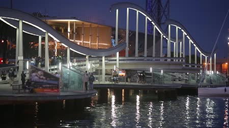 akşam vakti : Night view of Rambla de Mar, footbridge modern design in the port of Barcelona, ??a must for visitors to walk into town.Time Lapse.
