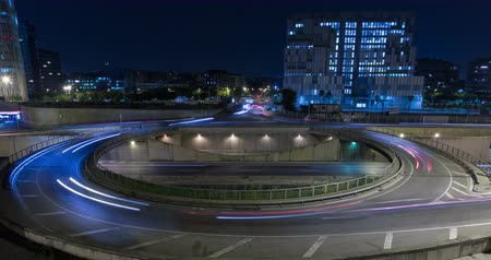 длительной экспозиции : Cinemagraph of roundabout above highway. Night scene urban traffic, of Barcelona, ??underground traffic in motion and static traffic surface.Time Lapse - Trail effect - Long exposure - Fixed plane.Logos, etc. are manually blurred frame by frame.