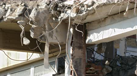 moloz : Ruins of a building demolition scene, with little movement in the breeze flowing. Stok Video
