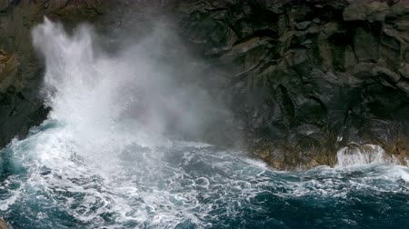 kanarya adaları : Big waves crashing on a cliff of lava rocks on the coast of the island of La Palma, Canary Islands, Spain.