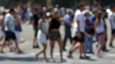 sáně : Pedestrians unfocused in summer.Time lapse Side view blurred pedestrians crossing the street in the city of Barcelona in summer.