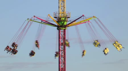 szédülés : Fairground attraction by rotating at sunset with large colorful and motion.Time Lapse