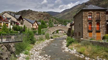 pireneusok : Esterri dAneu, Pyrenees village of Catalonia, view of the river with an old stone bridge.