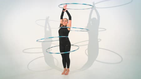 acrobata : Spinning acrobat beautiful toy hoops in slow motion Stock Footage
