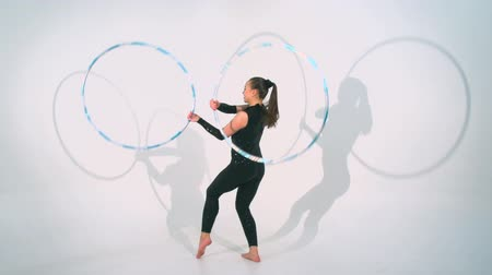 acrobata : Spinning acrobat beautiful hula hoops in slow motion