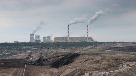 яма : Open pit mine and power plant Стоковые видеозаписи