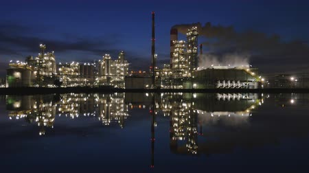 petrokimya : Oil refinery at night