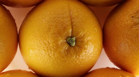 ve slupce : The unpeeled oranges