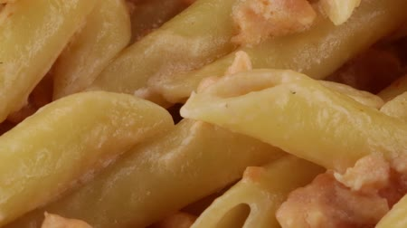 cártula : Penne with salmon and cream