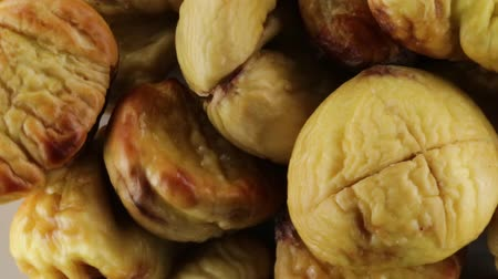 walnut shell : chestnuts cooked in the oven