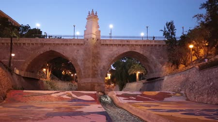 İspanya : Elche, Spain. March 2, 2016: Virgin Punte dusk in the city of Elche, from the Vinalopo river.