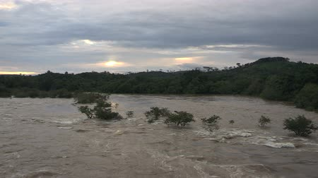 catástrofe : Wide shot of a flooded river in Liberia. Vídeos