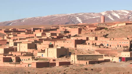 marrocos : Long shot of small village near Dades Gorge, Morocco.