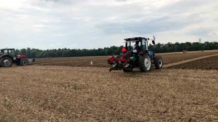 furrow : International contestants plowing their plots during the World Ploughing Competition in Germany 2018 Stock Footage