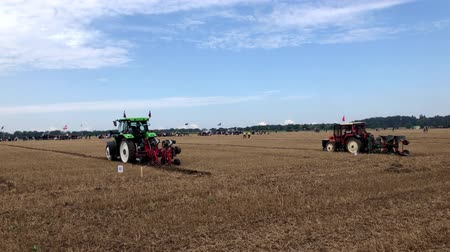 contestant : International contestants plowing their plots during the World Ploughing Competition in Germany 2018 Stock Footage