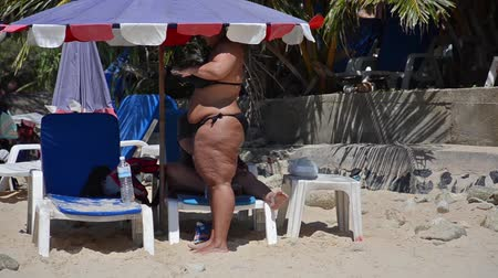 nadváha : overweight woman at beach