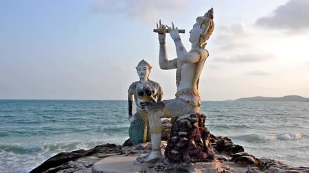 статуя : Thailand, Ko Samet, Saikaew Beach, Flute Player and Mermaid