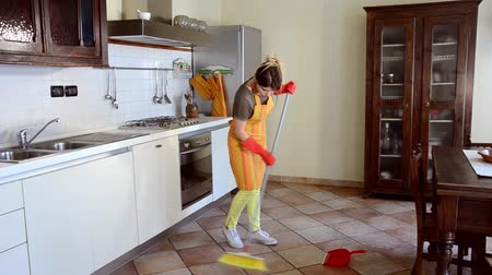 pokojowka : A young housewife is engaged in housework. Serenity. Daylight.