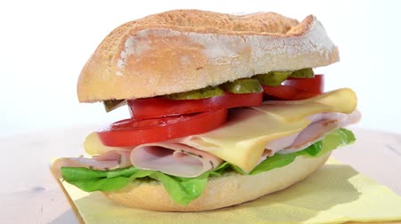 быстрый : sandwich with sliced turkey, swiss cheese and tomato Стоковые видеозаписи