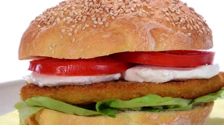 фастфуд : sesame seed bread with chicken cutlet and mozzarella