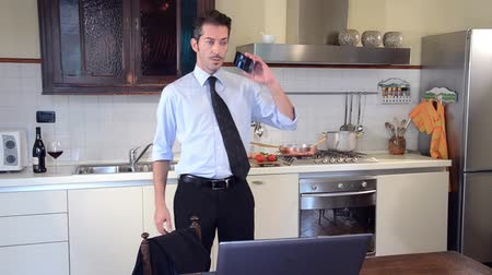 biznesmeni : businessman cooking and answering the phone