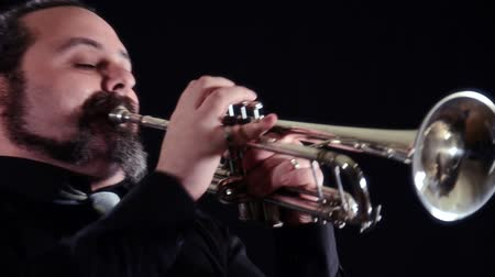 trombeta : trumpet player
