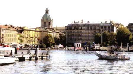 charakteristický : como, harbor and cathedral