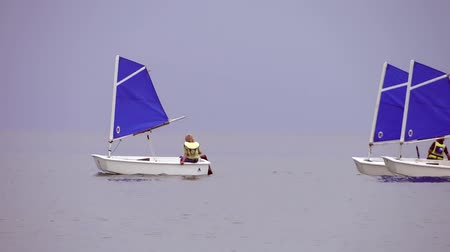 bóia : kids learning to sail