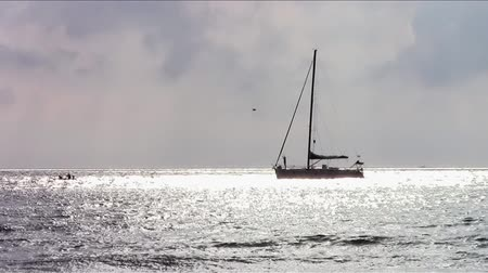 âncora : sailboat on a silver sea Stock Footage
