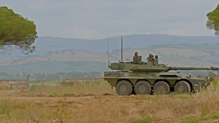 soldados : Italian Army. Military Exercise. armored vehicle, training