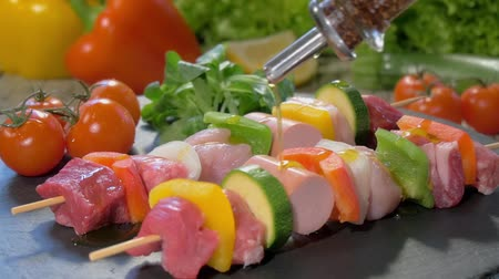 nutrição : a table spread with raw meat skewers, flowing olive oil and fresh vegetables