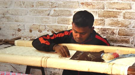 bordado : portrait of an Indian artisan in his workplace
